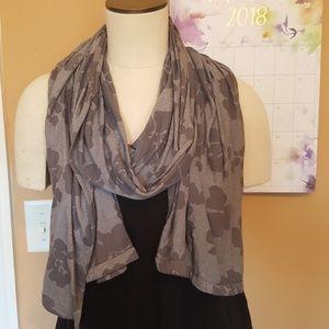 Gray flower print scarf